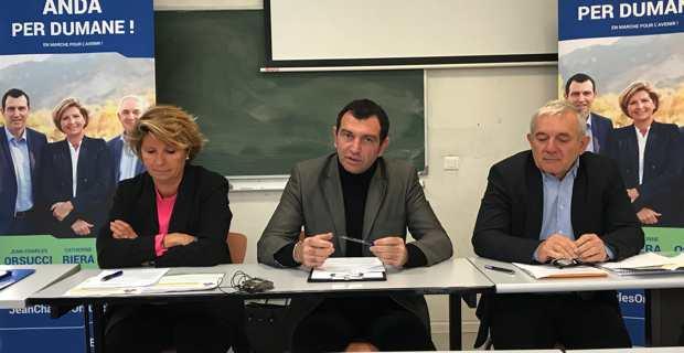 """Jean-Charles Orsucci, entouré de Catherine Riera et François Orlandi, candidats LREM à l'élection territoriale de décembre, présentent leur programme """"Andà per Dumane !"""" à Corte."""