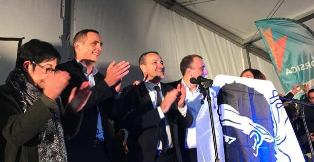 Les leaders de Pè a Corsica en meeting à Bastia.