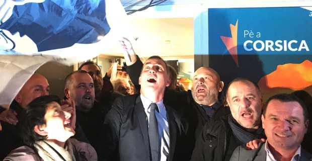 La joie de Gilles Simeoni et des militants de Pè a Corsica.