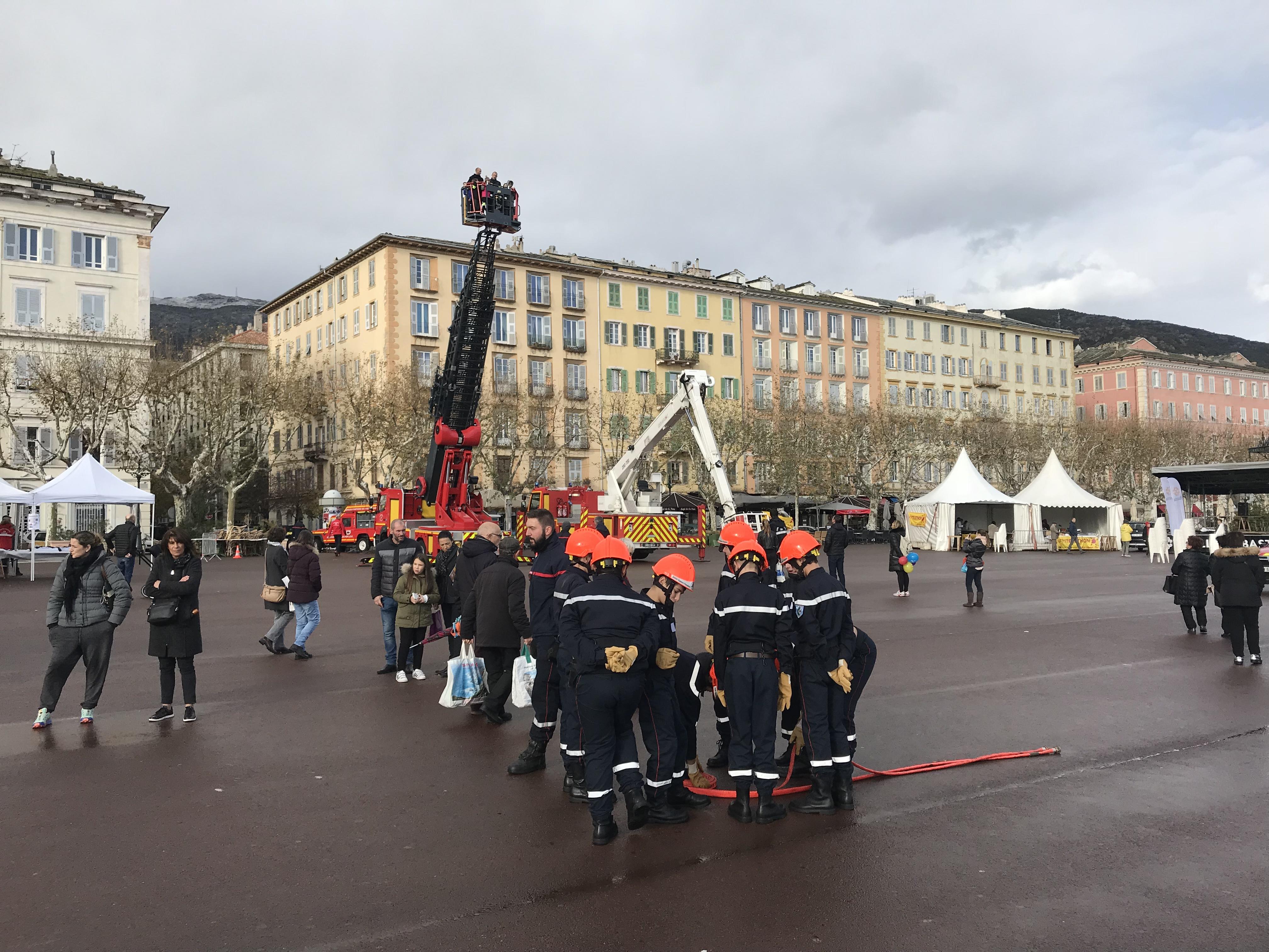 Bastia : Sur la grande échelle des pompiers mobilisés pour le Téléthon
