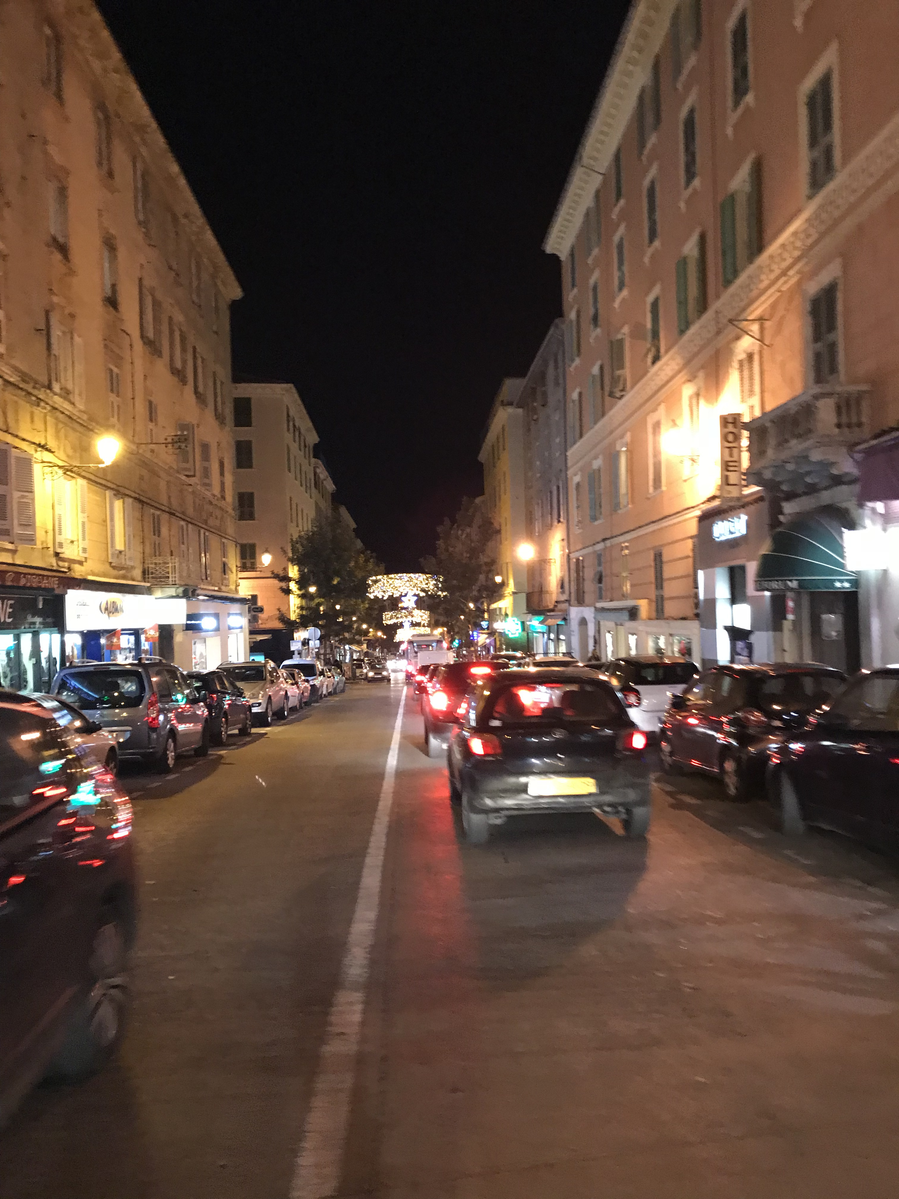 Soldes pré-Noël à Bastia : Les commerces y gagnent, les clients aussi