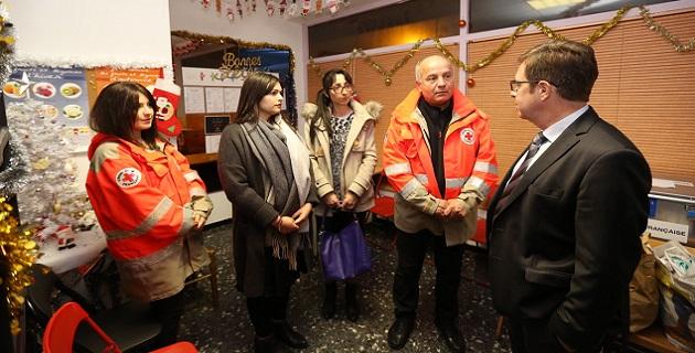 Bernard Schmeltz, préfet de Corse, préfet de la Corse du Sud visitant Croix Rouge la veille de la St Sylvestre