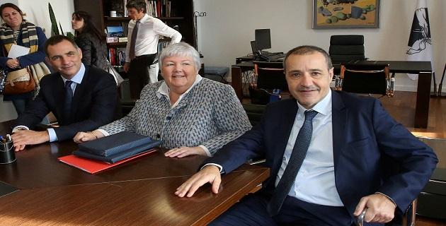 Jacqueline Gourault, Madame Corse, a été reçue par Gilles Simeoni et Jean-Guy Talamoni devant les drapeaux corse et européen.