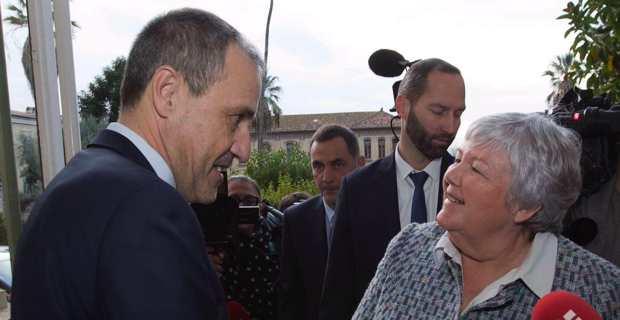 Le président de l'Assemblée de Corse, Jean-Guy Talamoni, accueillant la ministre Jacqueline Gourault à l'hôtel de région à Ajaccio.