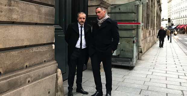 Les présidents de l'Assemblée et de l'Exécutif de Corse, Jean-Guy Talamoni et Gilles Simeoni, devant le Sénat, à l'issue de l'entretien avec Gérard Larcher.
