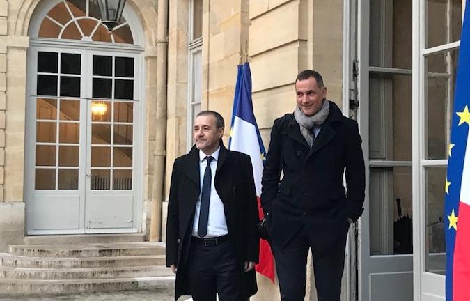 Jean-Guy Talamoni et Gilles Simeoni sur le perron de Matignon avant leur rencontre avec le Premier ministre…