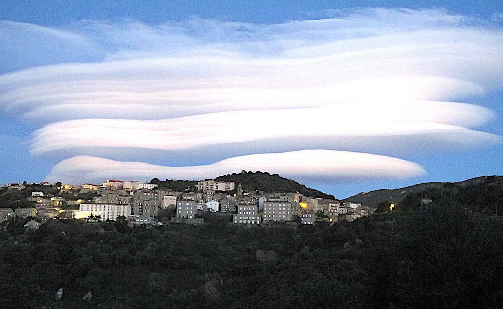 La photo du jour : Sartè sous les nuages