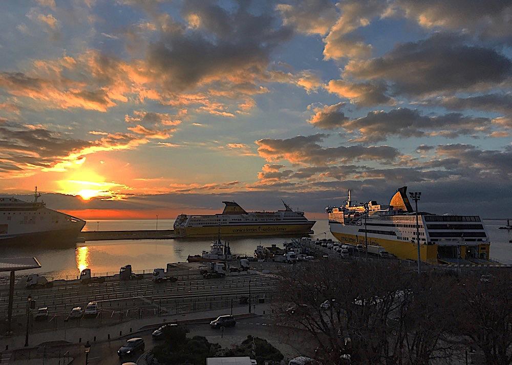 La photo du jour : Quand le soleil se lève sur Bastia