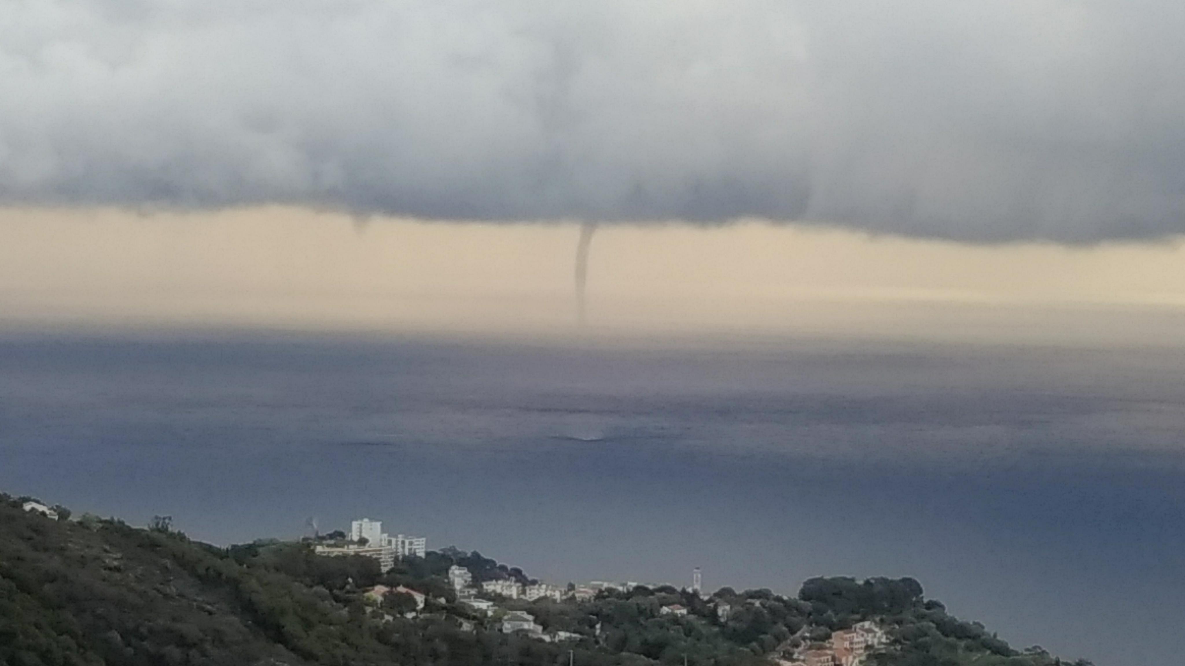 Trombe marine au large de Bastia (Photo Martin Psota)