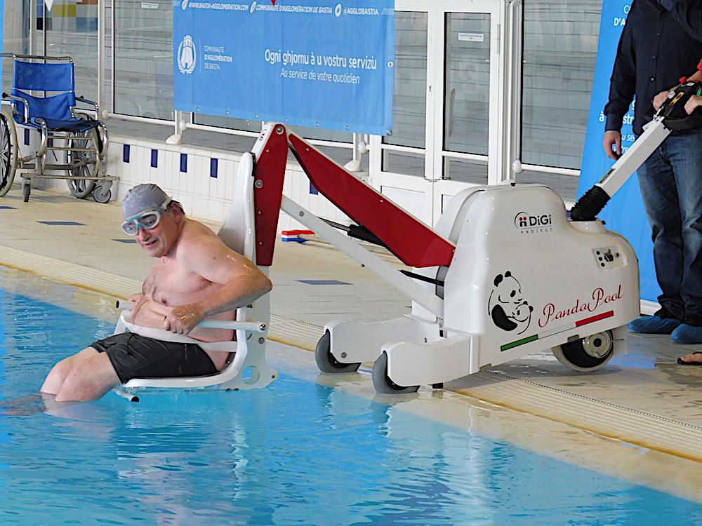 Bastia : Nouveau fauteuil pour handicapés à la piscine de La Carbonite