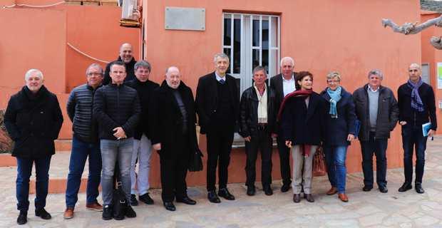 Les acteurs de l'eau dans la microrégion en réunion à la Capitainerie..
