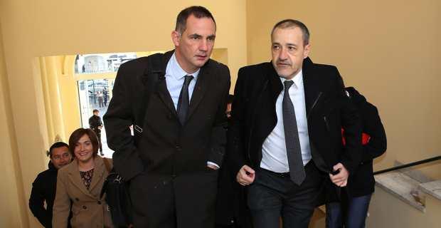 Le président du Conseil exécutif de la Collectivité de Corse, Gilles Simeoni, et le président de l'Assemblée de Corse, Jean-Guy Talamoni, se rendant à la réunion en préfecture d'Ajaccio avec la ministre Jacqueline Gourault. Crédit photo MJT.