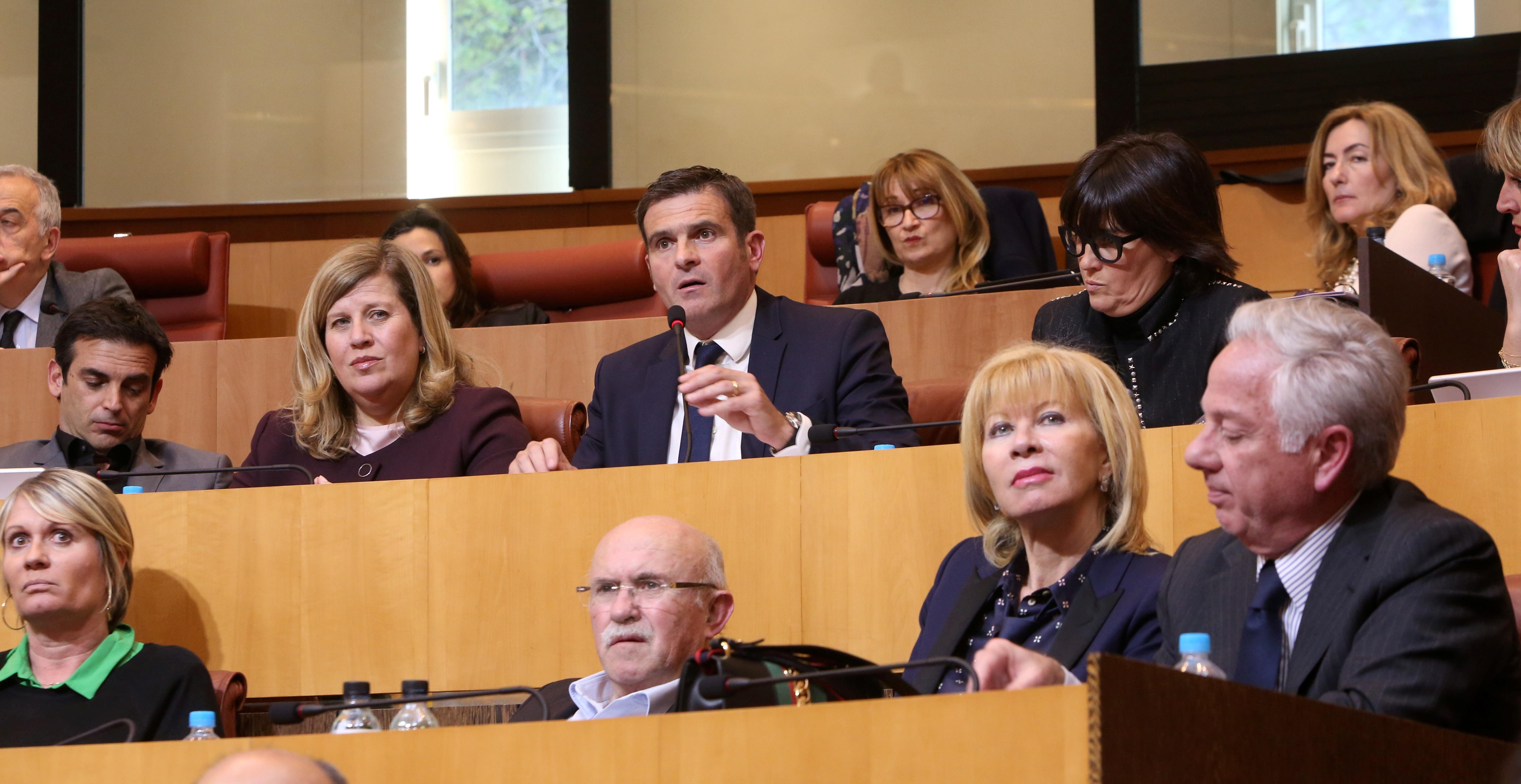 Jean-Martin Mondoloni a maintenu l'opposition des dix élus de son groupe à l'article proposé par l'exécutif.