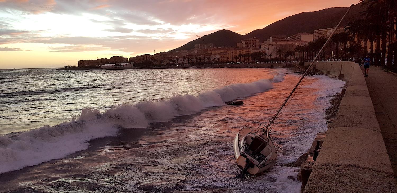 La photo du jour : Lorsque la nuit tombe sur la plage Saint-François à Ajaccio