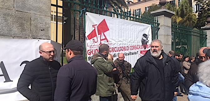 Ils ont manifesté devant la préfecture de Corse : L'inquiétude des agriculteurs