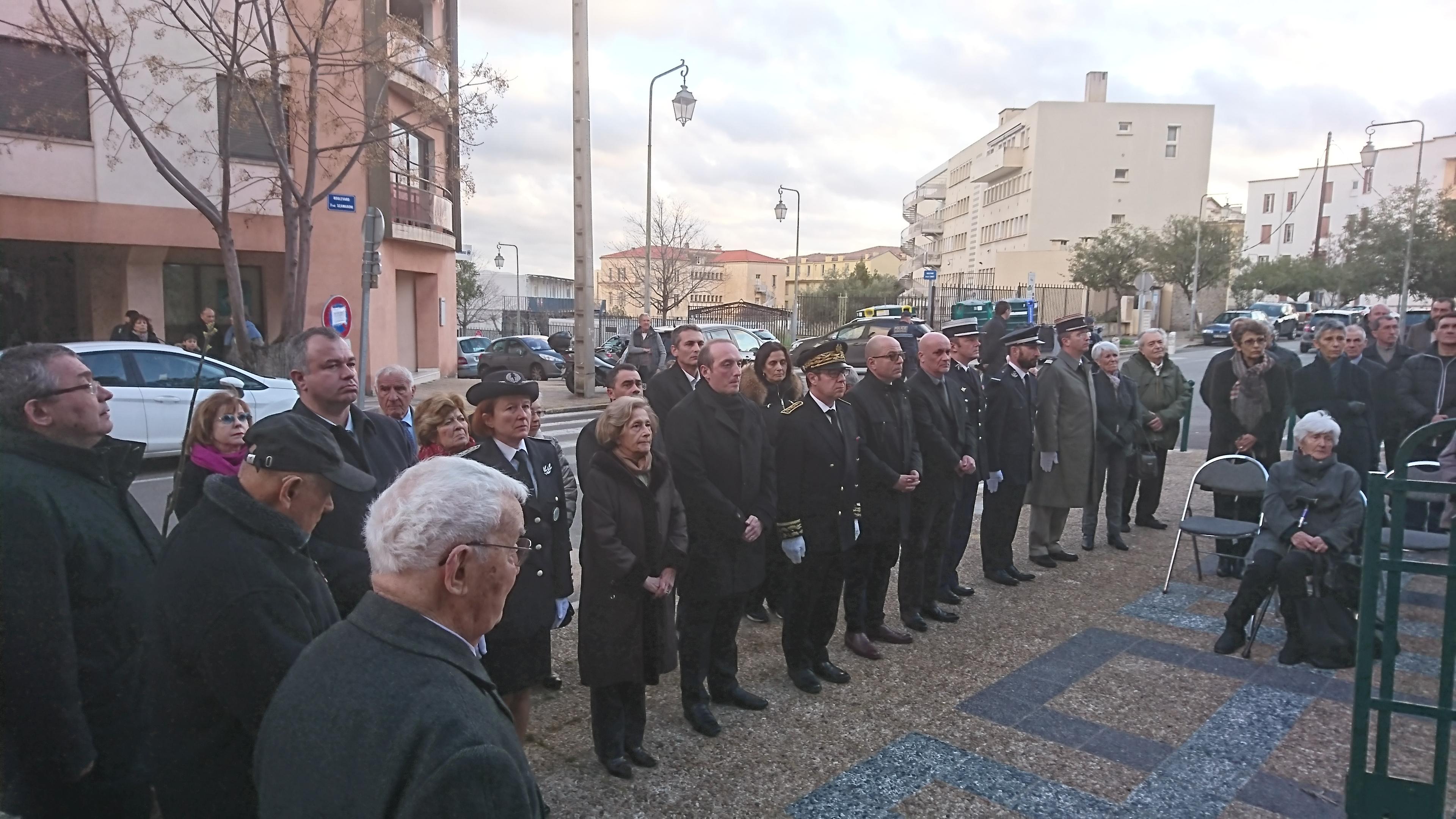 Une trentaine de personnes étaient présentes, dont le préfet Bernard Schmeltz, le député Jean-Jacques Ferrara, et le maire ajaccien Laurent Marcangeli.