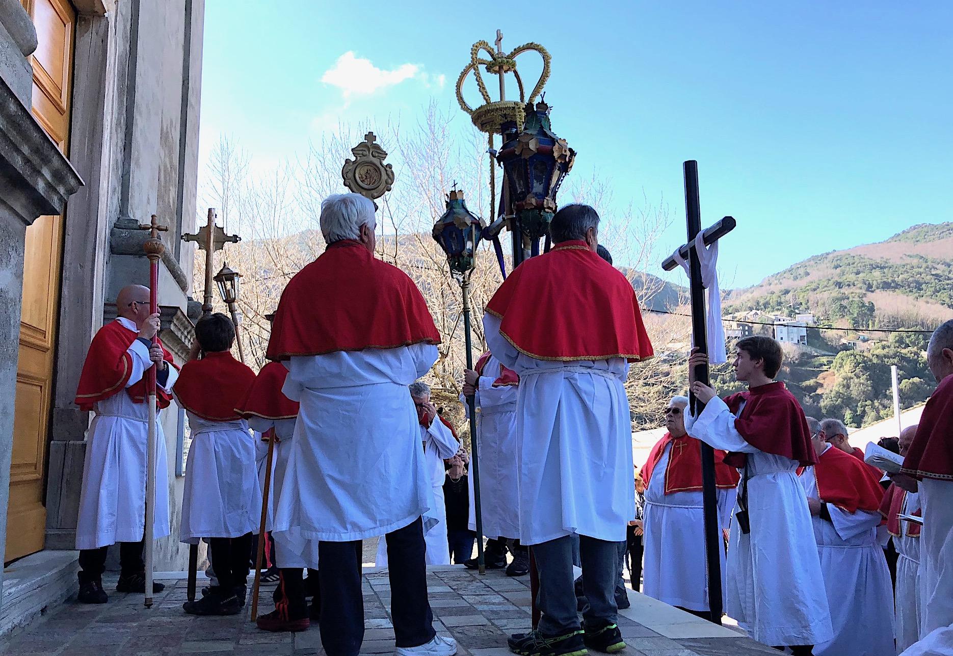 La procession de la Pulezulla dans la vallée de Lota
