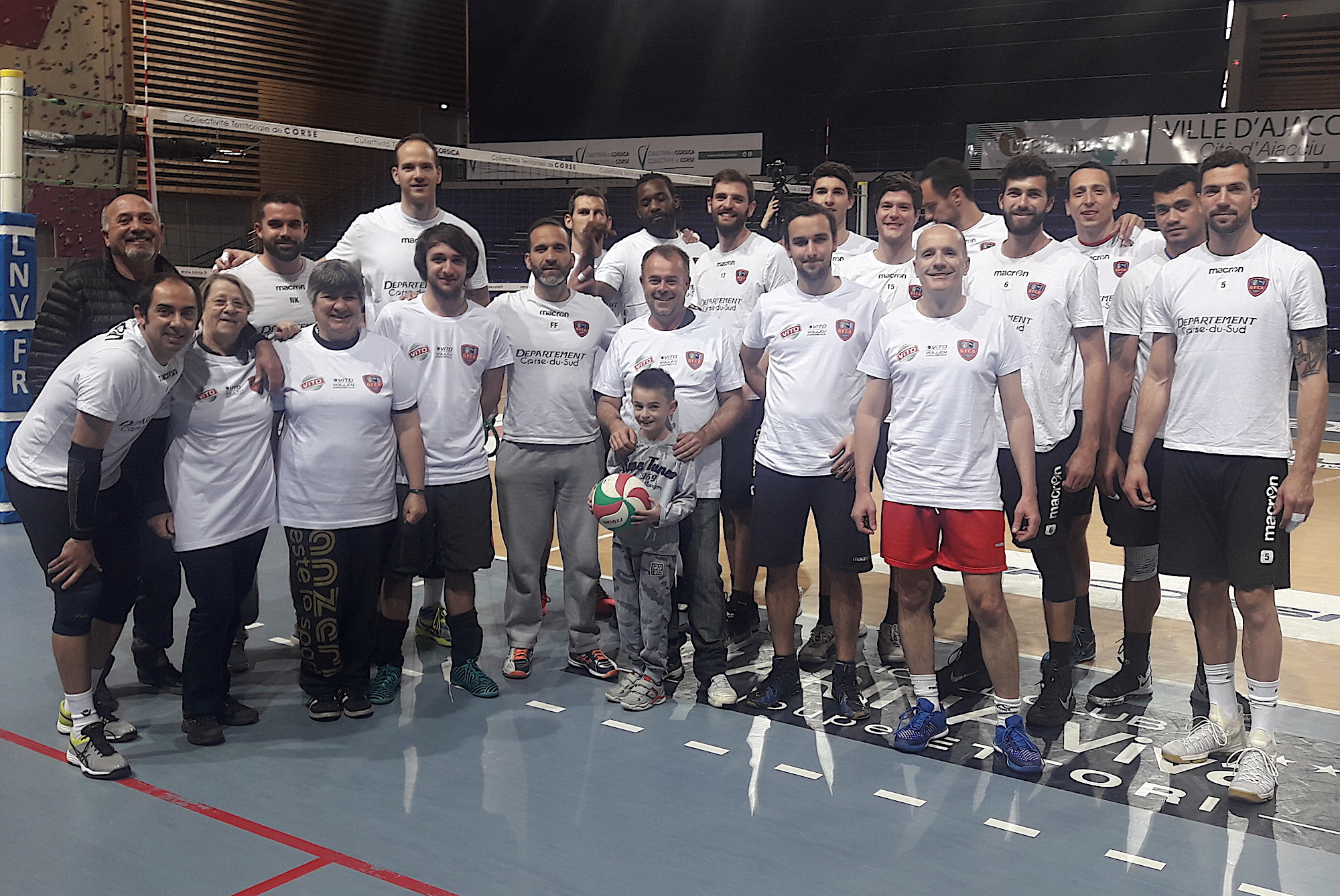 Vito Volley Expérience : Les supporters s'entraînent avec les volleyeurs du GFCA