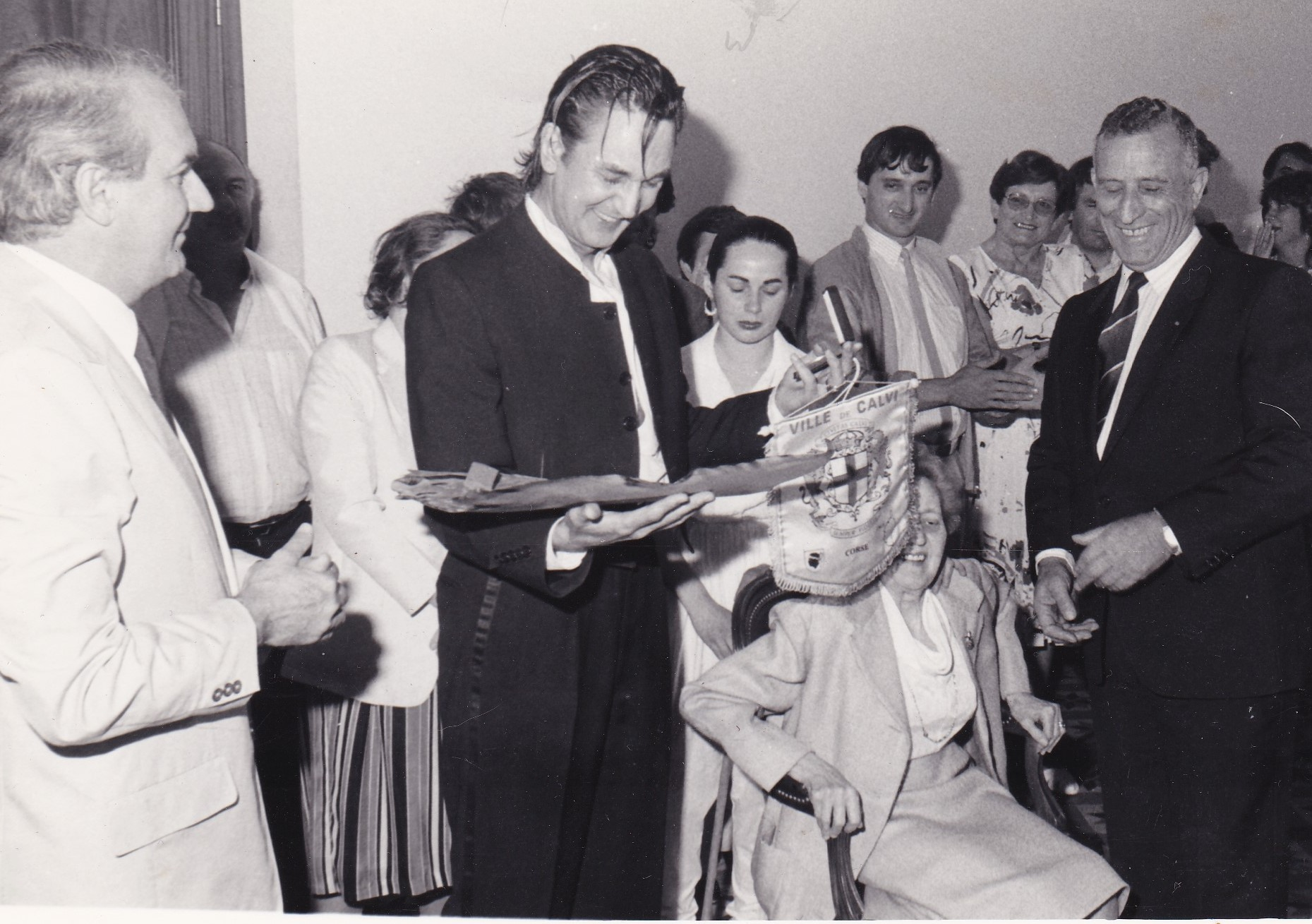 Jacques Higelin fait citoyen d'honneur de la Ville de Calvi par Xavier Colonna,  maire de la ville