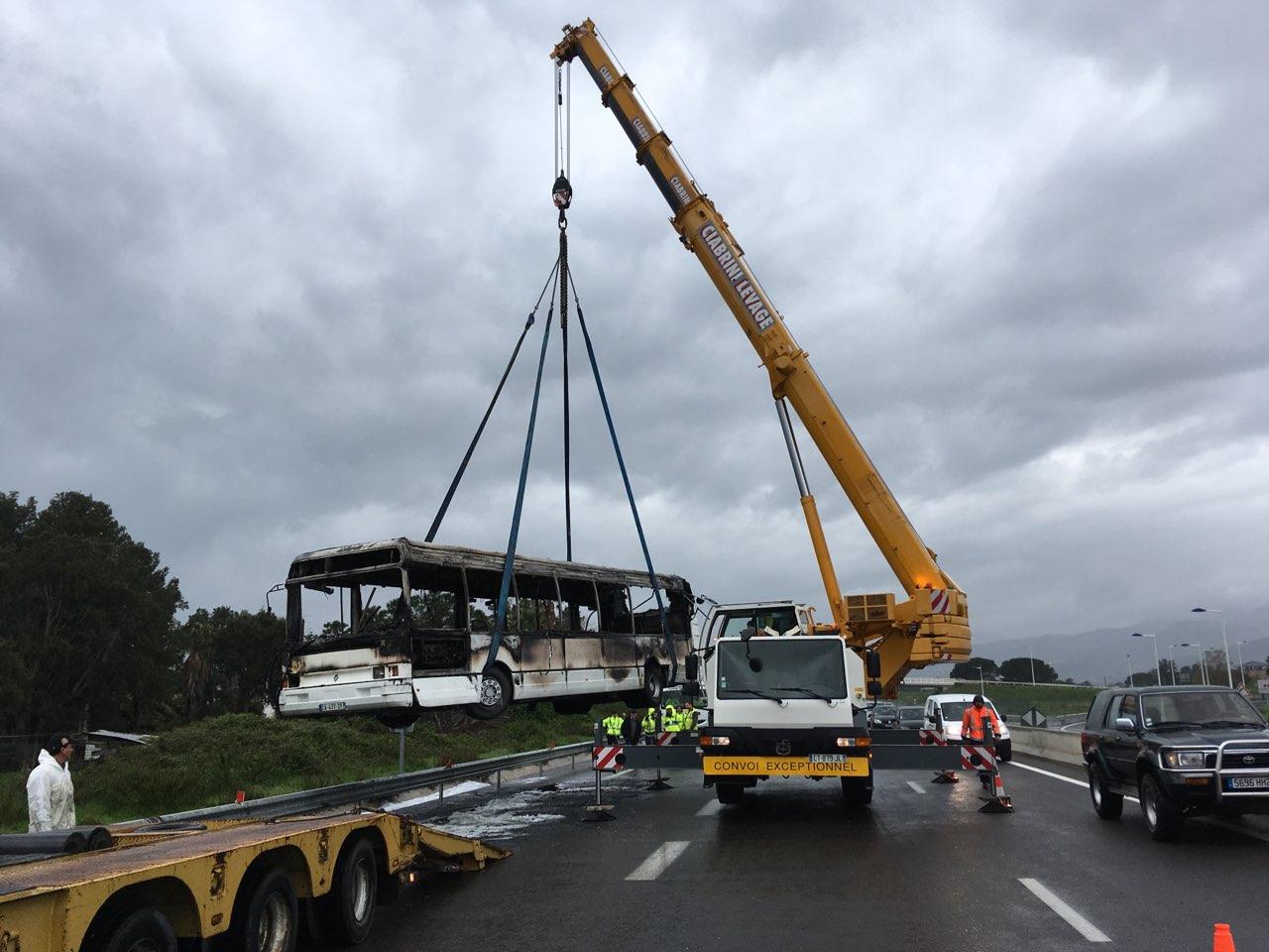 Lucciana : Un bus prend feu. Il n'y a pas de blessé. Une vidéo impressionnante