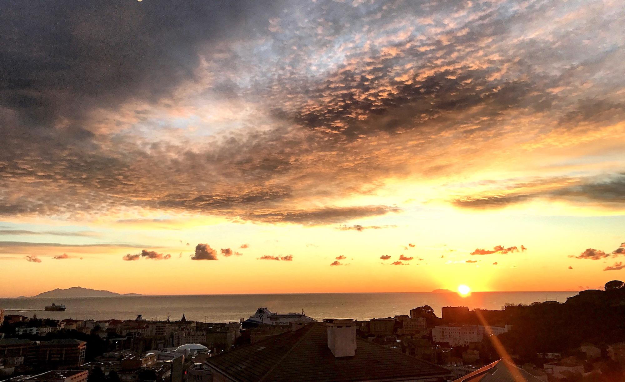 La photo du jour : Lever de Soleil sur la  Tyrrhénienne