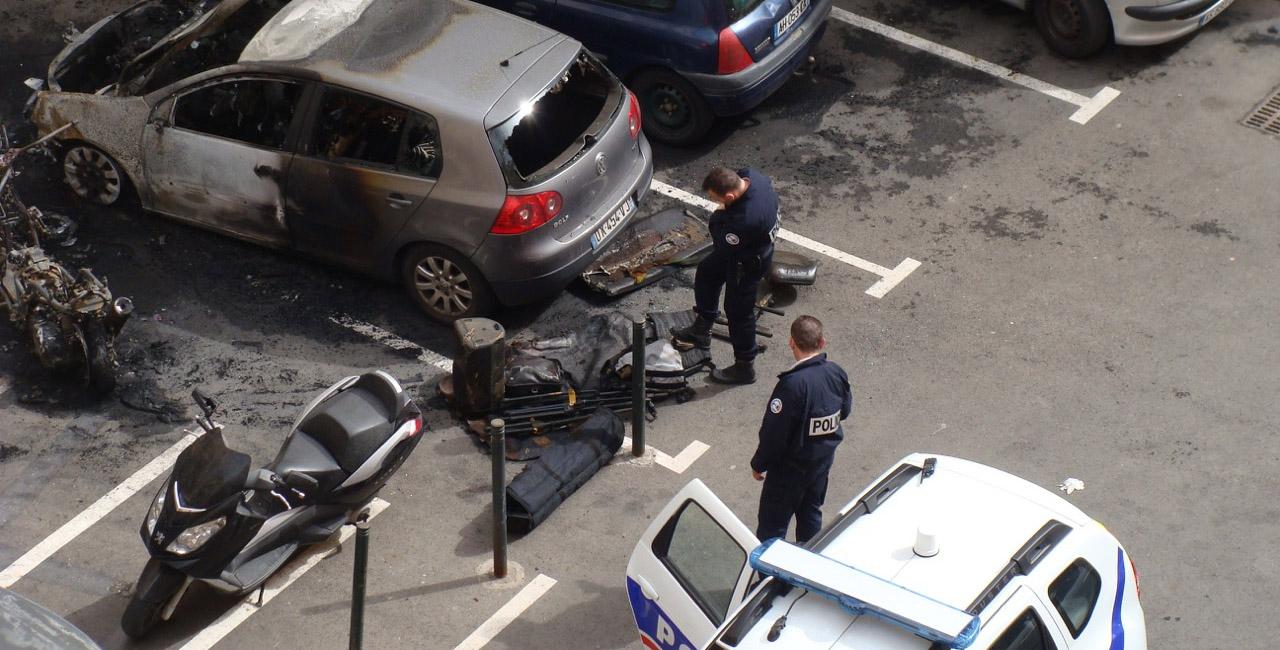 Bastia-centre : Une moto détruite et trois véhicules endommagés un incendie