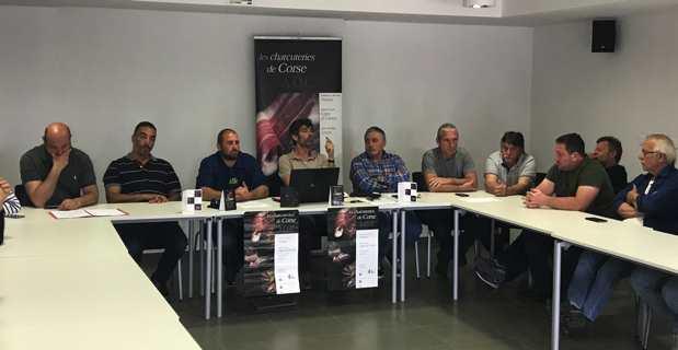 Le syndicat « Salameria corsa », accompagné de Lionel Mortini, conseiller exécutif et président de l'ODARC, et de Joseph Colombani, président de la Chambre régionale d'agriculture et président de la FDSEA de Haute-Corse.