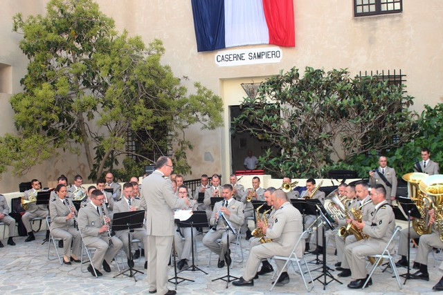 Aubade de la musique des parachutistes dans la Citadelle de Calvi