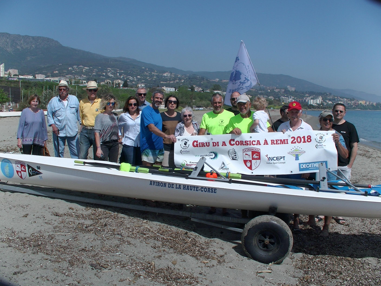 Paul Mattia et Patrick Boni accueillis par leurs proches après 8 jours en mer