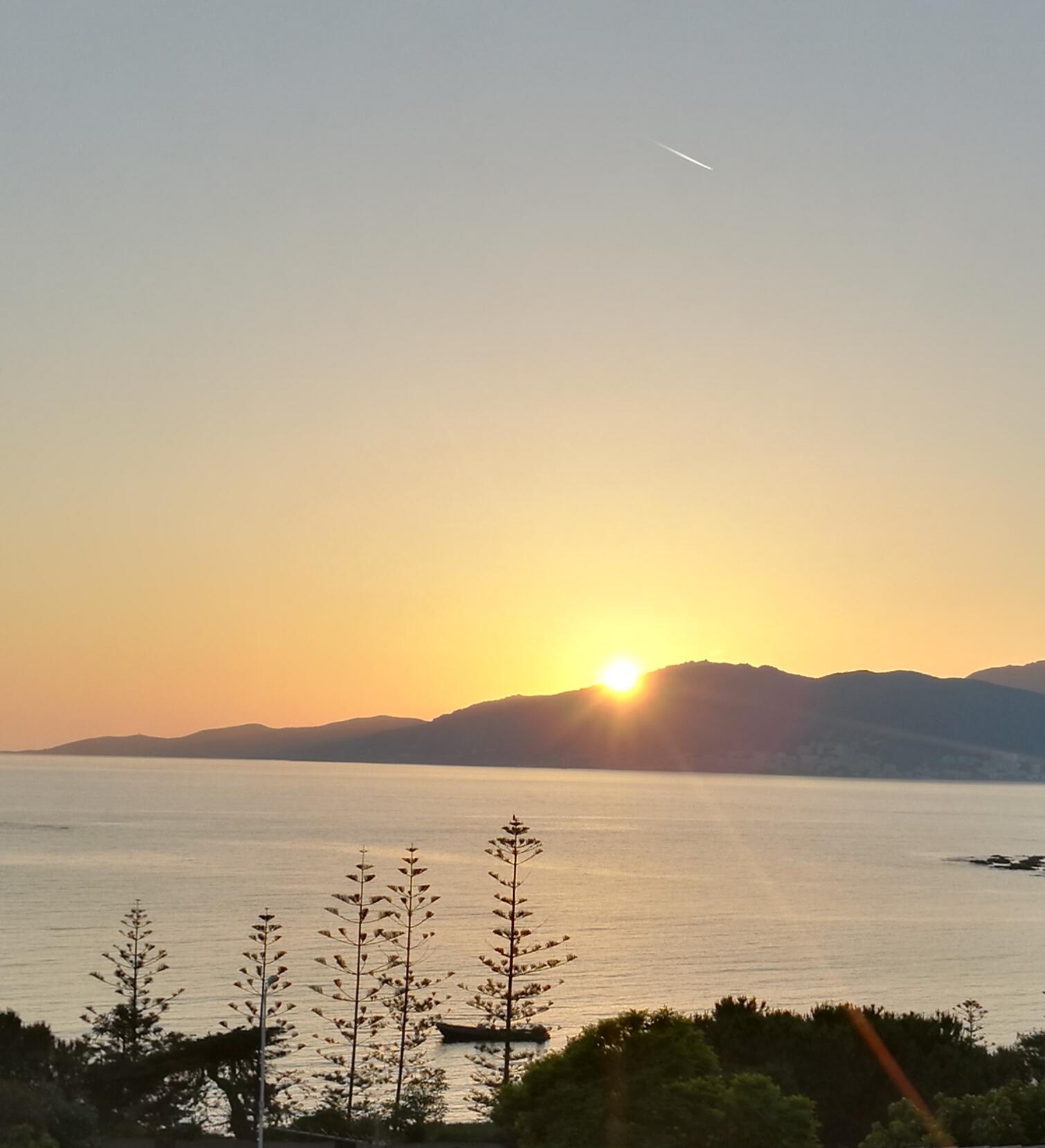 La photo du jour : Lumières douces d'un coucher de Soleil sur Ajaccio