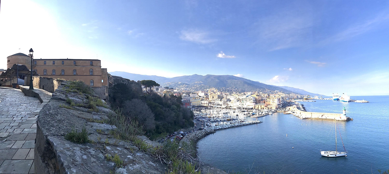 La photo du jour : Du haut des remparts de sa citadelle, Bastia…