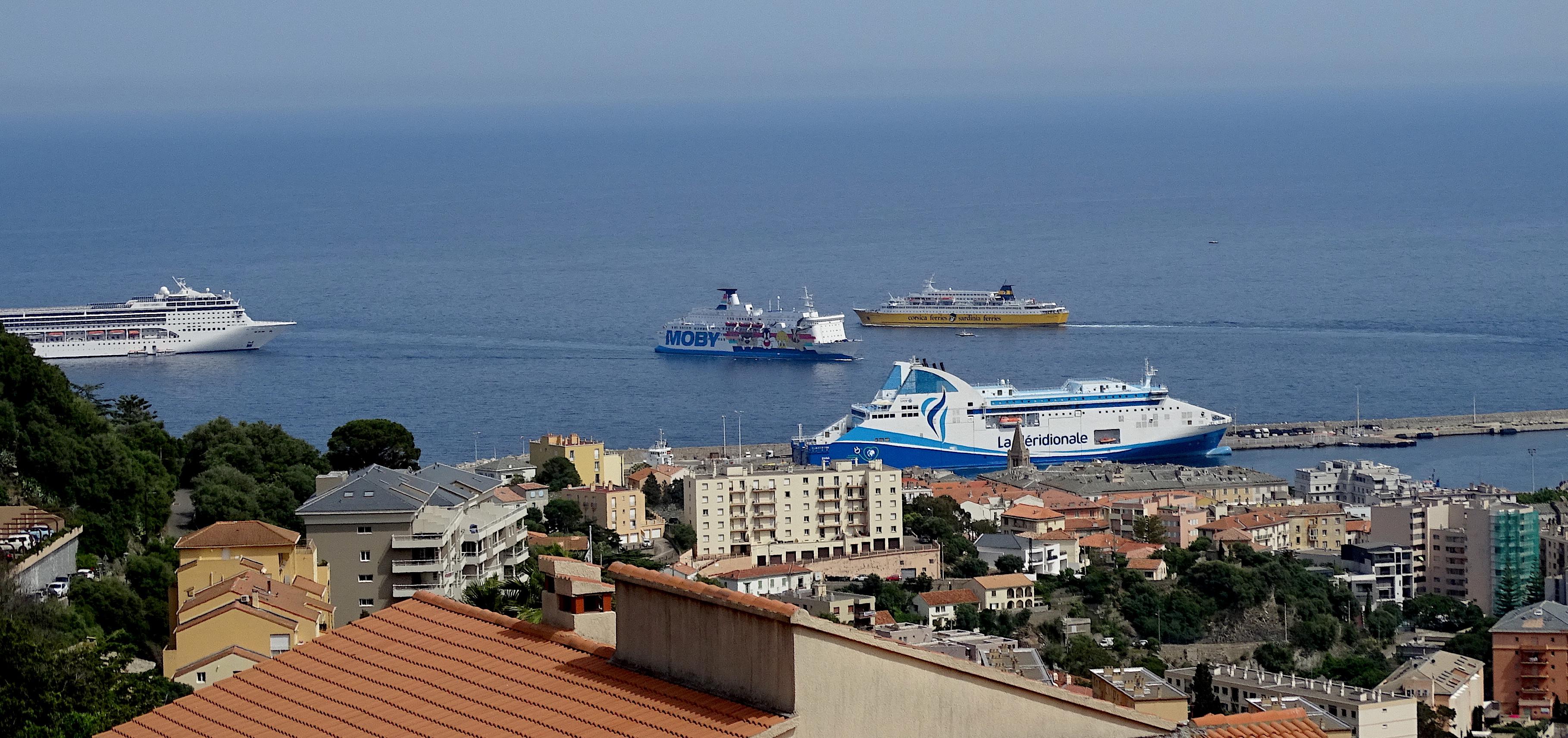 La photo du jour : Embouteillage au port de Bastia