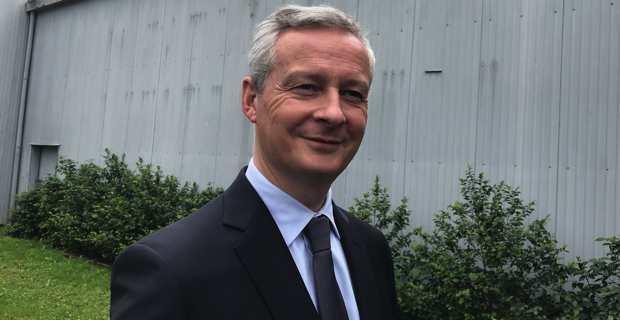 Bruno Le Maire, ministre de l'économie et des finances, devant le domaine viticole Orenga de Gaffory à Patrimoniu.