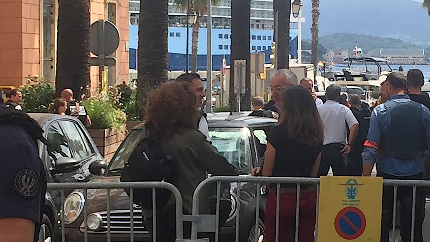Ajaccio : Un homme pris pour cible devant la mairie