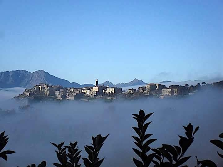 La photo du jour : Montemaiò au-dessus des nuages !