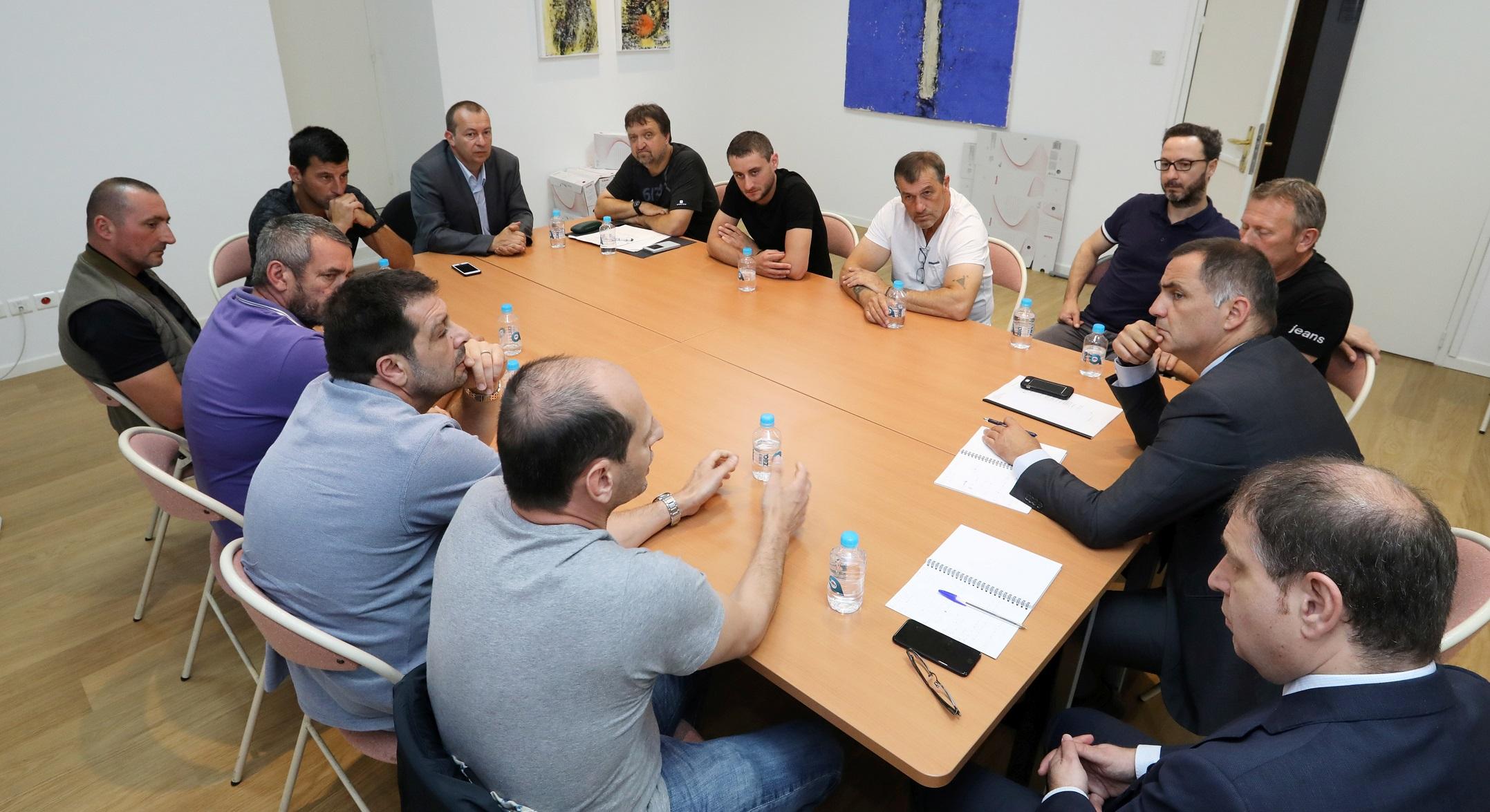 """Le collectif des anciens prisonniers """"Patriotti"""" a rencontré Gilles Simeoni"""
