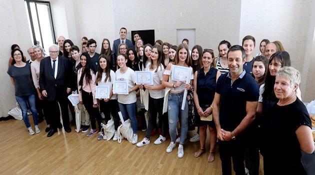 Les participants entourés du président d'honneur de la ligue, du recteur de l'académie de Corse et des membres de la LDH section Corse du Sud / Photo MJT