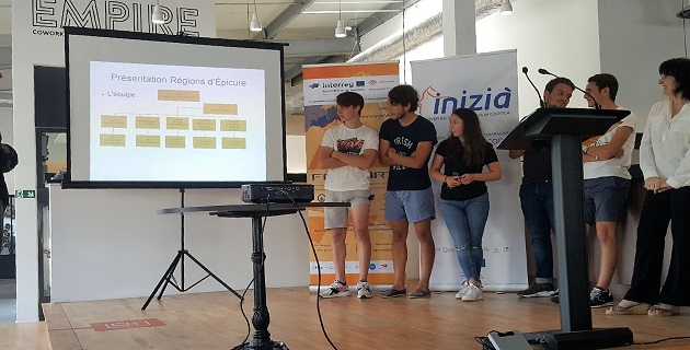 """L'équipe """"Les régions d'Epicure"""" Classe de 1ère Technologique du Lycée Fesch d'Ajaccio présentant son projet"""