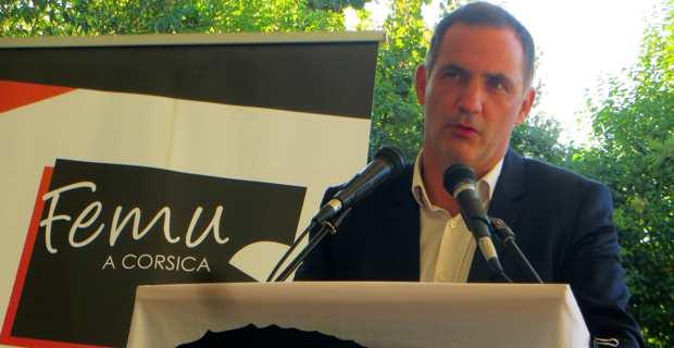 Gilles Simeoni, président du Conseil exécutif de la Collectivité territoriale de Corse (CTC) et leader des Nationalistes modérés en clôture du congrès constitutif du parti Femu a Corsica, dimanche 15 octobre à Corti.