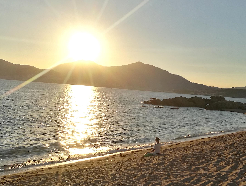 La photo du jour : sur la plage de Capitellu à Purtichju à l'heure où le Soleil décline