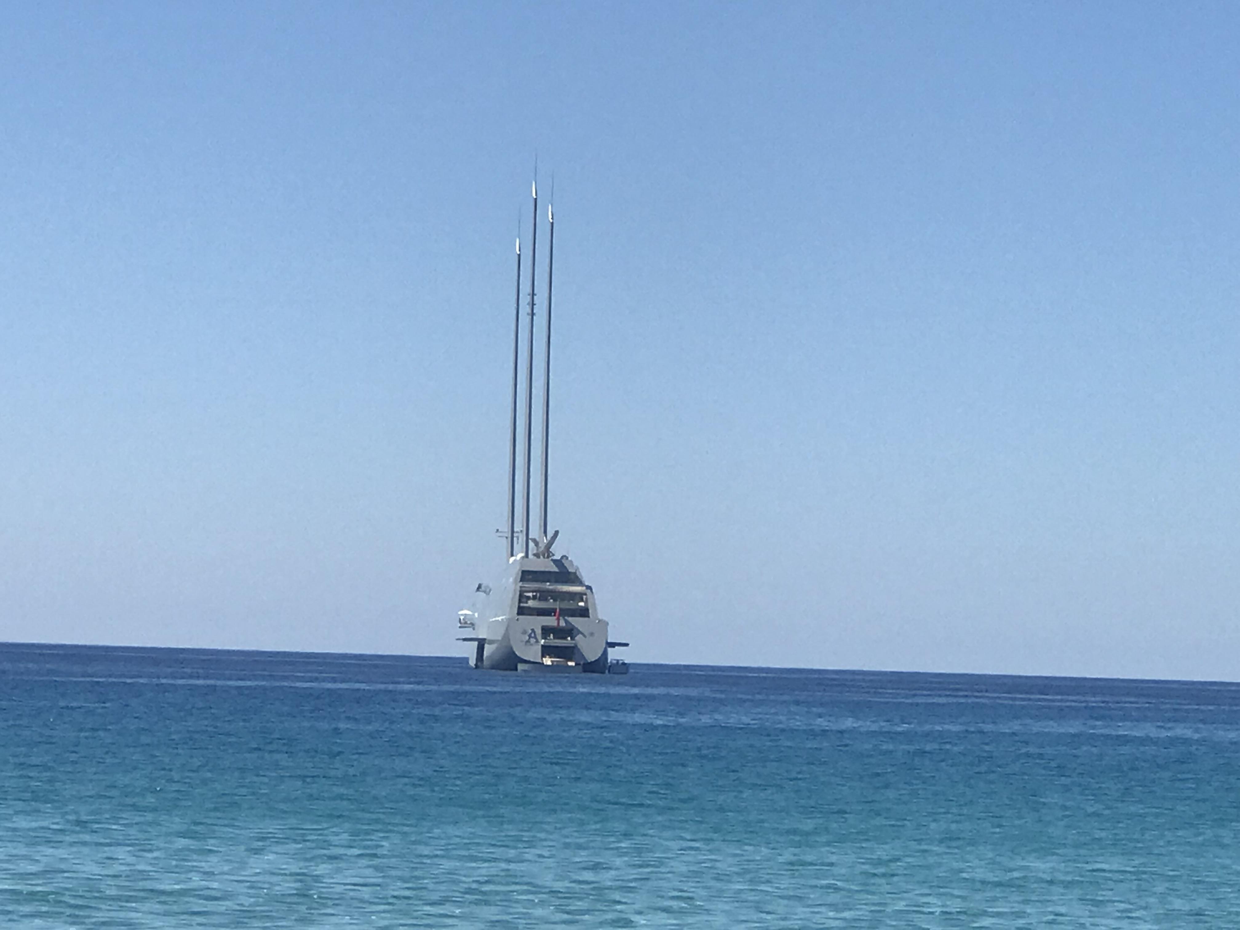 """Le """"Sailing Yacht"""", le plus grand yacht à voile au monde, dans les eaux balanines…"""