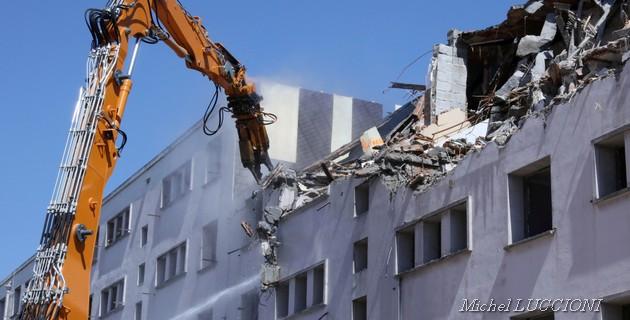"""Ajaccio : """"Barre Mancini"""", Jour 1 d'une démolition annoncée"""