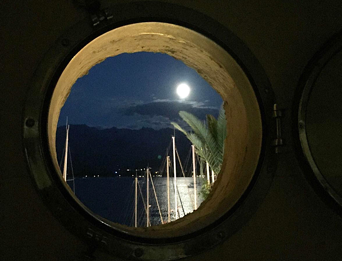 La photo du jour : A luna splenda, ancu, sopra Calvi…