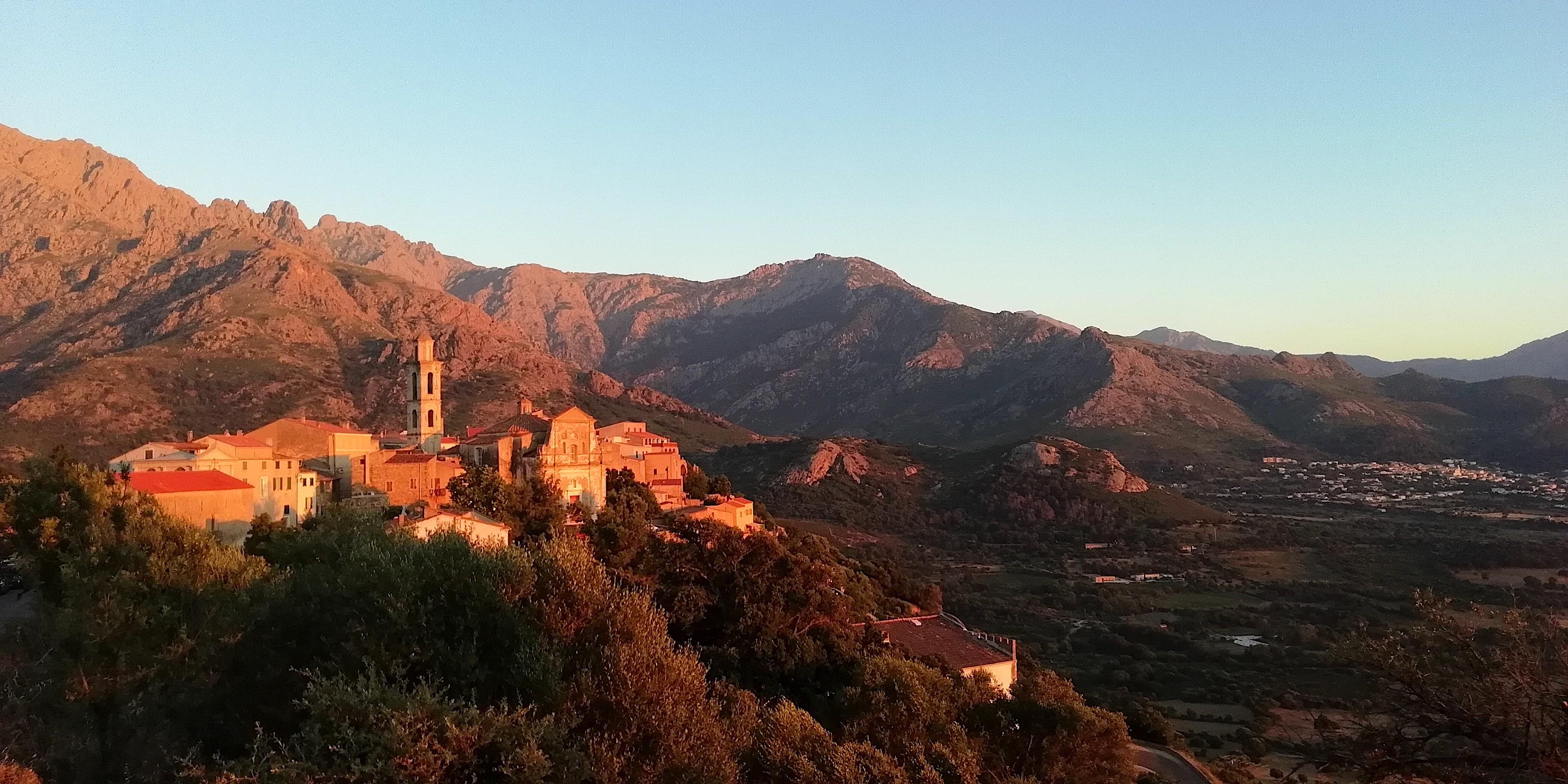 La photo du jour :   Coucher de soleil sur Monte Maiò et le Monte Grossu