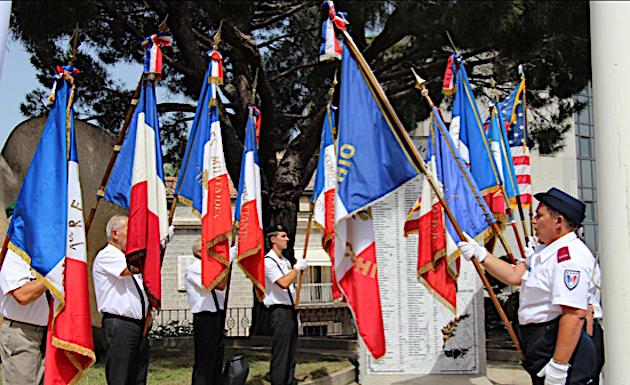 Le drapeau a été décroché et incendié quelques heures après les cérémonies du 14-Juillet