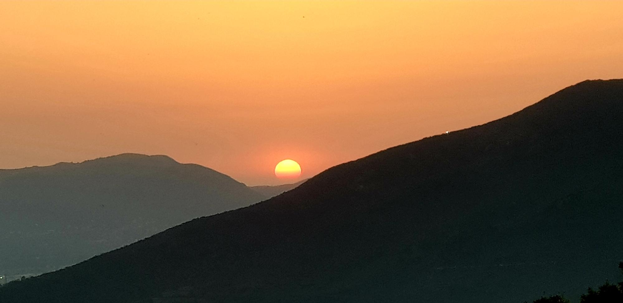 La photo du jour : Quand le Soleil tombe dans le golfe d'Ajaccio