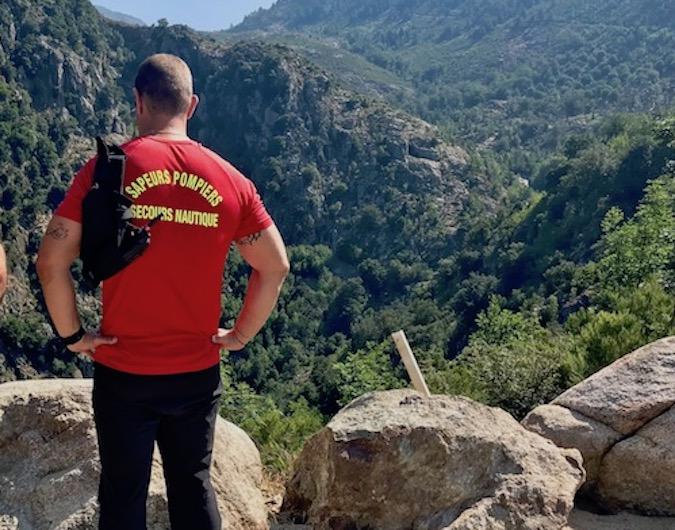 Au-dessus du canyon du Zoicu les sauveteurs se demandent encore comment un tel drame a pu survenir (Photo M. L)