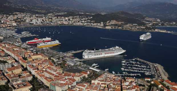 Le port de commerce d'Ajaccio. Crédit photo M.L.