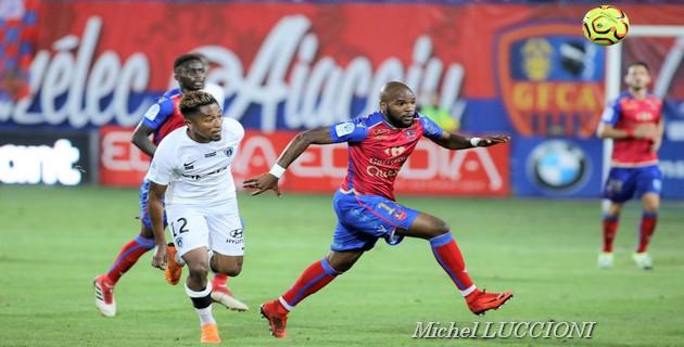 Aaron-Salem Boupendza ici contre le Paris FC