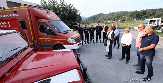L'abbé Christophe Boccheciampe, aumônier des sapeurs-pompiers de Corse du Sud, a procédé à la bénédiction des deux véhicules.